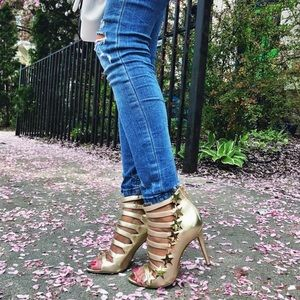 Katy Perry The Stella Gold Star Shoes Size 6